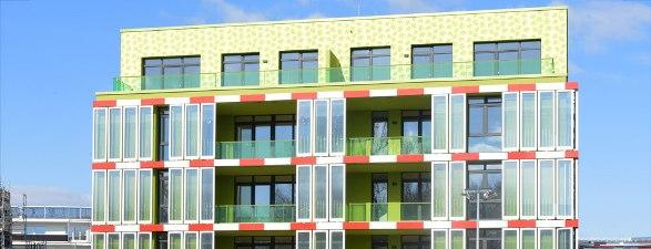 """Σε λειτουργία στο Αμβούργο, το πρώτο πράσινο κτίριο που """"τροφοδοτείται"""" από φύκια."""